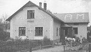 DOMEK pekaře Matějka. Foto pochází z roku 1926.