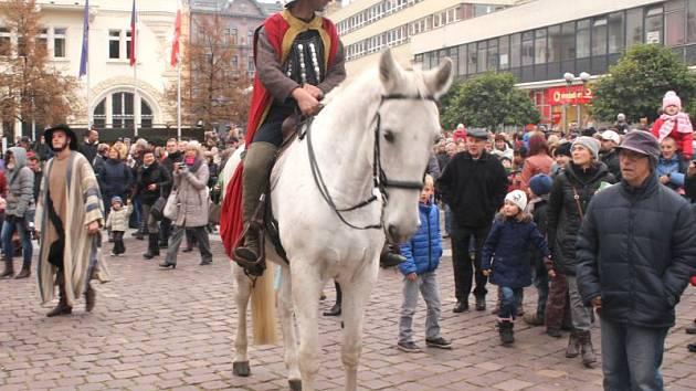 """V loňském roce svatý Martin dorazil na Horní náměstí, letos jeho cesta bude směřovat na """"Dolňák""""."""