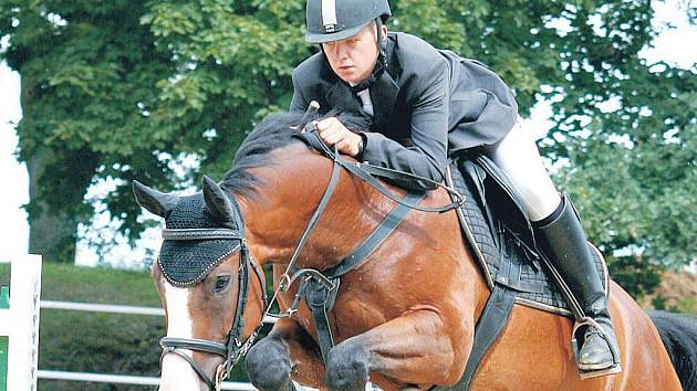 Jan Zwinger na koni Limit 5 (Stáj Mustang Lučina).