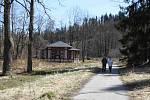 Zdevastovaný areál Jánských Koupelí.