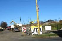 V místech, kam chodili lidé venčit pejsky, teď vládne stavební technika.