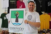 Tomáš Matýsek s novým darkovičským znakem.