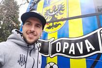 """Fotbalista Slezského FC Opava Jan Řezníček při individuálním """"domácím"""" tréninku."""