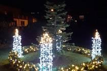 Adventní svícen uprostřed Chlebičova.