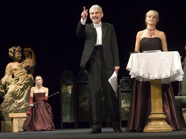 Zahájení letošní divadelní sezony odstartovalo dražbou. Hlavními dražiteli byli umělci Kamila Srubková a Martin Táborský.