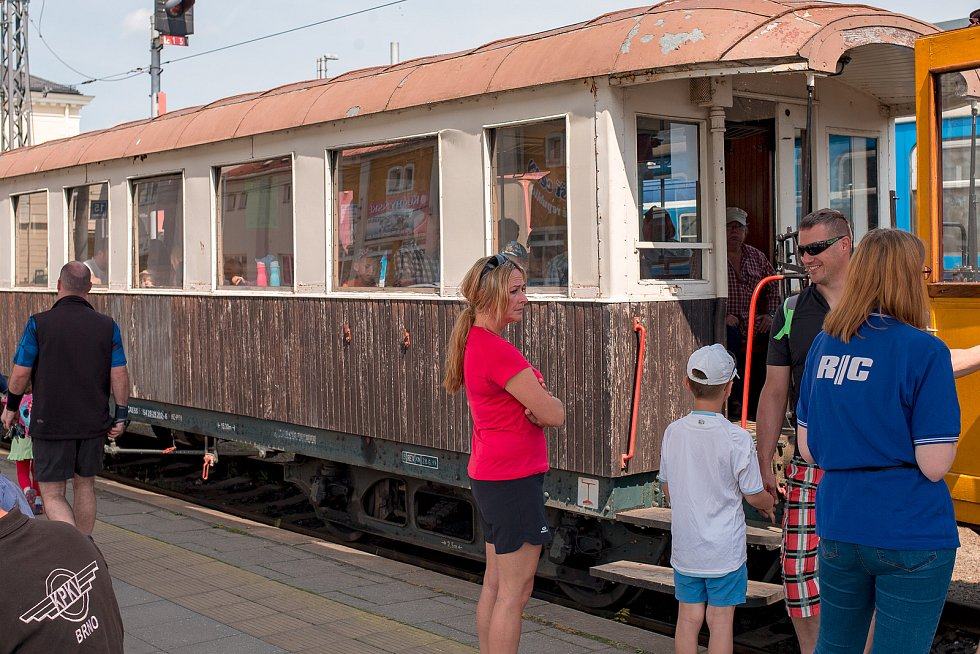 Hvozdnický expres na nádraží Opava-východ.