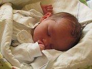 Matouš Chroust se narodil 23. srpna v krnovské nemocnici, vážil 3,47 kilogramů a měřil 51 centimetrů. Rodiče Petra a Petr jsou ze Starých Těchanovic.