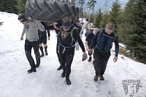 Opavští organizátoři extrémního překážkového závodu Heroes Race 2015 uspořádali výšlap na Lysou horu. Na tom by nebylo nic až tak zvláštního, kdyby patnáctka odvážlivců nevynášela sedmdesát kilogramů vážící traktorovou pneumatiku.