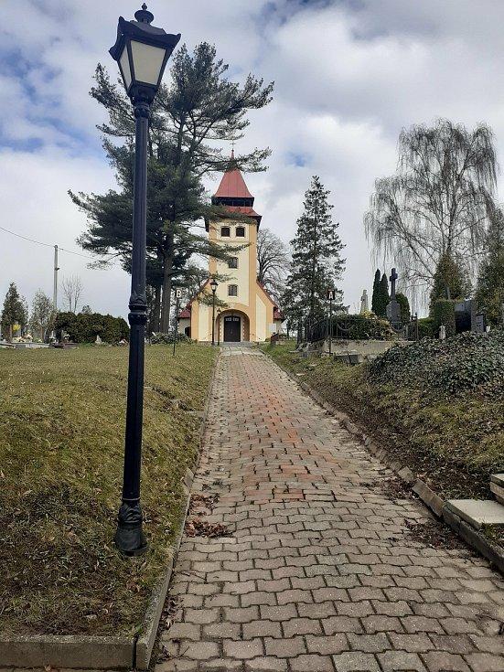 Pravoslavný a evangelický kostel.