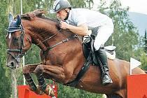 Vítěz Velké ceny Frenštátu Zdeněk Žíla na koni Pinot Grigio ze Stáje Mustang Lučina.