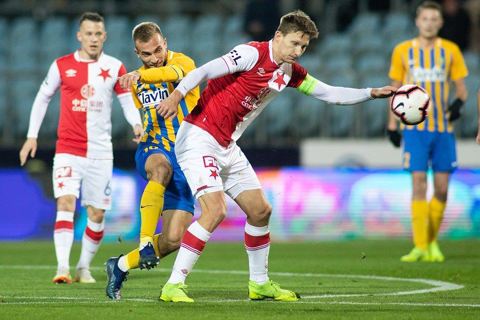 Opava - Zápas 17. kola FORTUNA:LIGY mezi SFC Opava a SK Slavia Praha 3. prosince 2018 na Městském stadionu v Opavě. Nemanja Kuzmanovič (SFC Opava).