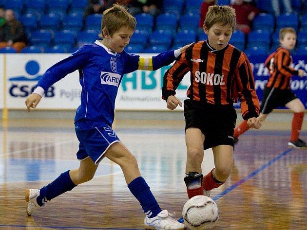 Fotbalový turnaj minižáků pořádaný OFS Opava v opavské víceúčelové hale nabídl solidní představení.