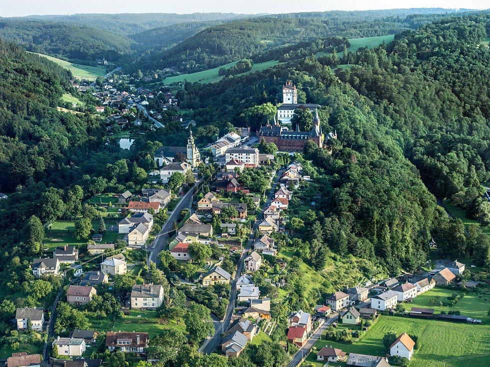Letecký pohled na Hradec nad Moravicí. Foto: se souhlasem města Hradec nad Moravicí.