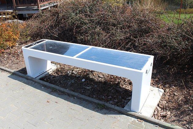 Nová solární lavička.