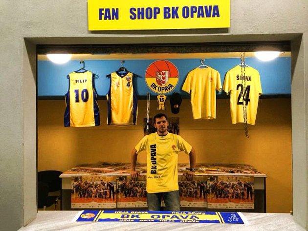 Na vzniku nového fanshopu se významnou měrou podílí také rozehrávač BK Opava Jakub Šiřina.