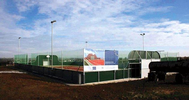 Víceúčelové hřiště v Brumovicích může sloužit i profesionálním soutěžím.