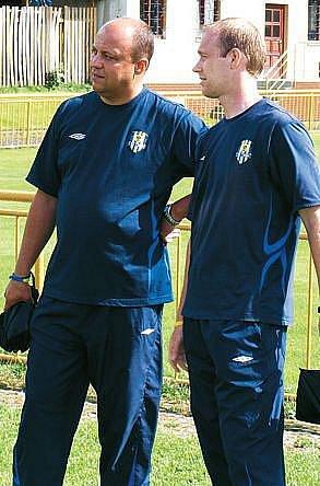 Jan Doseděl (vpravo) se svým asistentem Petrem Kubalákem.