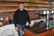 Viktor Hořínek vede svou restauraci už šestnáct let.