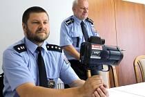 Na zakoupení laserového mobilního radaru se vloni kromě Hradce nad Moravicí podílela i celá řada okolních obcí. Slavnostně byl přístroj představen v červnu na hradeckém městském úřadě. Dnes už je zřejmé, že se tento nákup skutečně povedl.