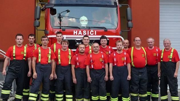 Brumovičtí dobrovolní hasiči dorazili na Ježník, kde řádilo tornádo, čtvrthodinu potom, co jim byla tato informace v Brumovicích nahlášena.