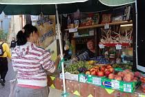 Jedním z mála míst v Opavě, kde můžete venku koupit čerstvou zeleninu, je kamenný stánek pod Myší dírou.