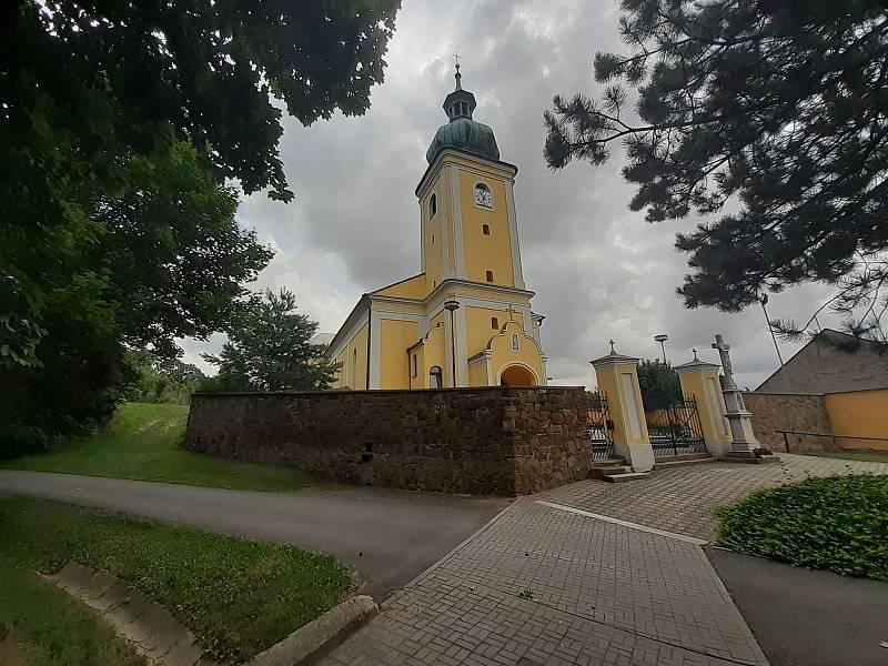 Kostel Narození Panny Marie v Oldřišově.