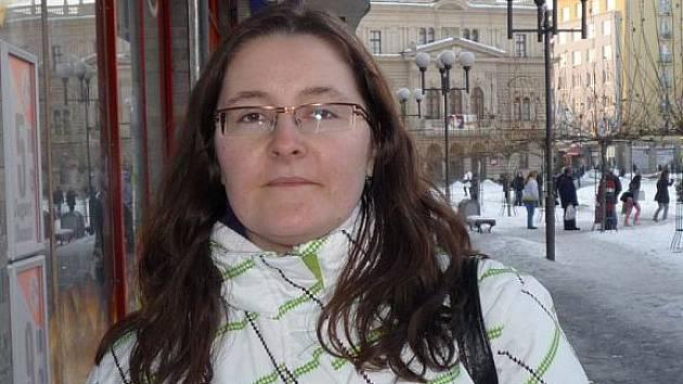Eva Zwingrová, 26 let, práce ve farmaceutickém průmyslu, Opava: Studovala jsem v Pardubicích, a naopak mi připadá, že v Opavě je všeobecně levněji.