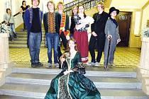 Mladí aktéři ze scénky o kongresu Svaté aliance.