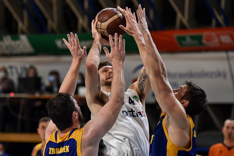 Basketbalový zápas mezi NH Ostrava – BK Opava, 18. listopadu 2020 v Ostravě.