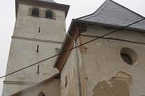 Rekonstrukci by si zasloužil i raduňský kostel, který není zrovna v nejlepším stavu.