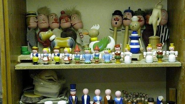 Takové hračky nyní před Vánocemi vyrábějí vězni v opavské věznici.