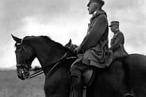 T. G. Masaryk při vyjížďce na koni.