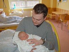 """Filip Sedlák se narodil 27. února, vážil 3,70 kg a měřil 50 cm. """"Je to naše první miminko. Přejeme mu hlavně ať je šťastný,"""" uvedla maminka Pavlína a tatínek Radek Čeněk Sedlákovi ze Štítiny."""
