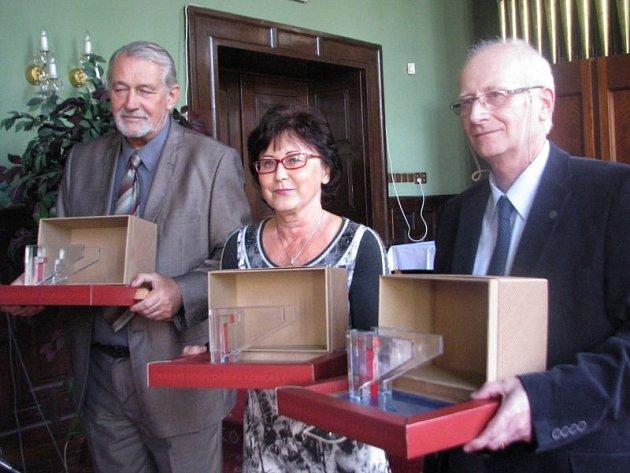 Merkurova křídla už pevně drží (zprava) Antonín Volný, Jiřina Hajduková a Jaroslav Burda.