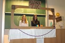 Prezentaci makedonské a moldavské menšiny pojaly studentky SGO velmi originálně. Informace o nich sdělovaly ostatním prostřednictvím televize, a to formou zpráv.