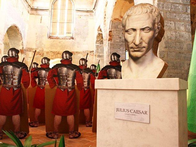 Po loňském Mexiku se návštěvníci kostela sv. Václava dostanou do prostředí antického Říma, kam je zavede letošní výstava společnosti Model Obaly. Brány jsou již otevřeny.