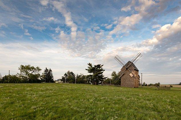 Větrný mlýn vCholticích