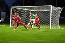 Hlučín v 8. kole MSFL porazil v okresním derby Dolní Benešov 3:0. O osudu zápasu rozhodl druhý poločas, ve kterém domácí dali všechny tři branky.