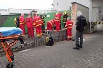 V kritickém stavu skončil jednašedesátiletý dělník, kterého ve čtvrtek okolo desáté hodiny zavalila zeď v Hlučíně. K neštěstí došlo poblíž jednoho ze supermarketů.