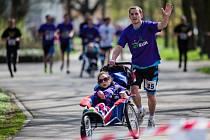 V neděli proběhl asistovaný běžecký závod Joy Run. Zdraví závodili společně s handicapovanými dětmi. Cílem celé akce byla snaha začlenit je mezi vrstevníky a dopřát jim nevšední zážitek. Na Joy Runu běželo přes tři sta závodníků.
