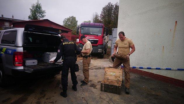Při stavebních pracích objevili vminulém týdnu vareálu firmy vHlučíně dělostřelecký granát ráže 152mm německé výroby.