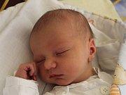 Karel Vácha se narodil 7. června, vážil 3,41 kilogramů a měřil 52 centimetrů. Rodiče Petra a Petr z Kravař přejí svému prvorozenému synovi do života hlavně zdravíčko.