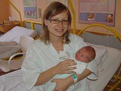 """Matěj Kubec se narodil 5. listopadu, vážil 3,29 kg a měřil 49 cm. """"Doma už na miminko čeká sestřička Markétka. Přejeme hlavně zdraví,"""" podotkla maminka Zuzana a tatínek Tomáš Kubecovi z Dolního Benešova."""