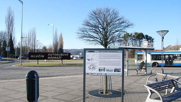 Jedna z nových informačních tabulí, která se nachází v blízkosti autobusového nádraží v Hlučíně.