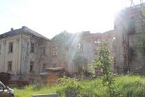 Starý zámek v Deštné nemá šťastný osud.
