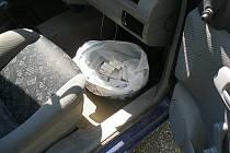 V autě našli celníci léky používané k výrobě pervitinu.
