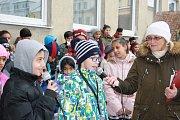 Žáci vítkovské základní školy se do akce Česko zpívá kolegy zapojili tradičně už v dopoledních hodinách.