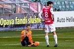 Brankář Pardubic Marek Boháč nedohrál kvůli zranění zápas v Opavě.
