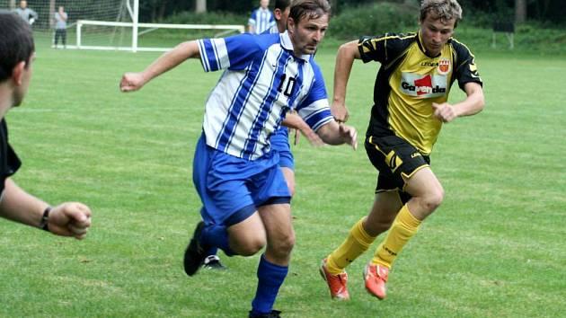 Dobrý fotbal byl k vidění v neděli ve Slavkově. V dresu Štěpánkovic se představil i dlouholetý kanonýr Opavy Radomír Prasek.