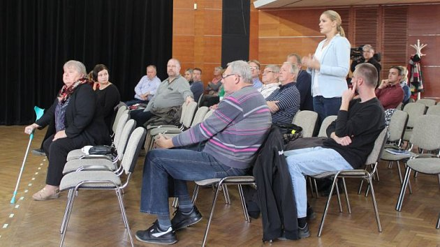 Diskuze v Hlučíně se účastnila i starostka Kravař Monika Brzesková.